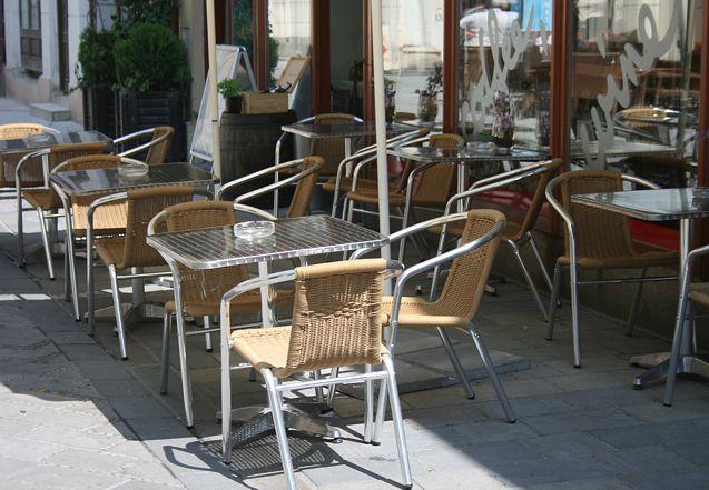 a3d2d41c30dc Kaviarenský nábytok v centre mesta