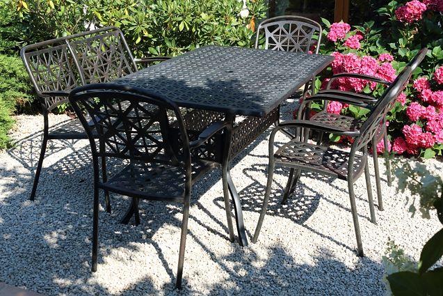 LYNTON TINTINHAL 4 kovové stoličky so stolom 89 x 158 cm a lavička