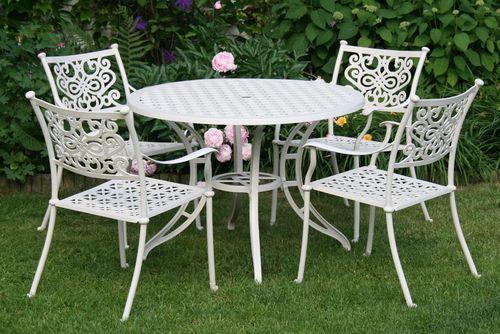 BARNSLEY ROUND WHITE 4 kovové stoličky so stolom priemer 105 cm